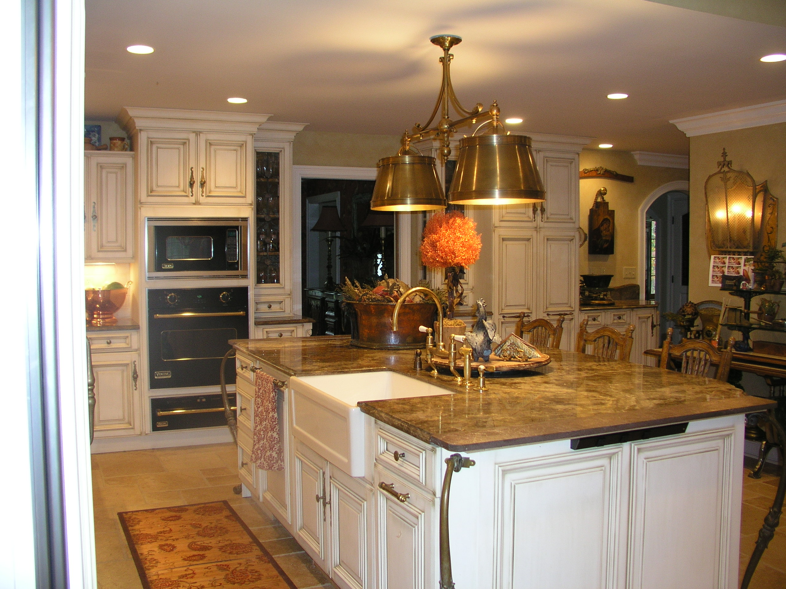 Old world kitchen in woodbridge ct kitchen design center for Kitchen design center